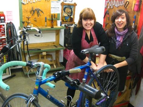 SANTROVELO bike repair collective
